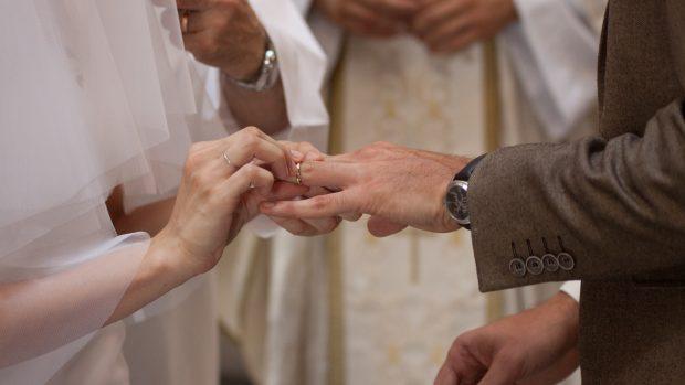 mariage catholique échange des alliances